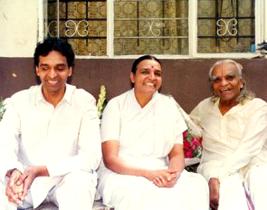 The Iyengar Yoga Association Of The Midwest Iyamw Is A Registered Non Profit Organization Whose Educational And Charitable P Iyengar Yoga Iyengar Bks Iyengar