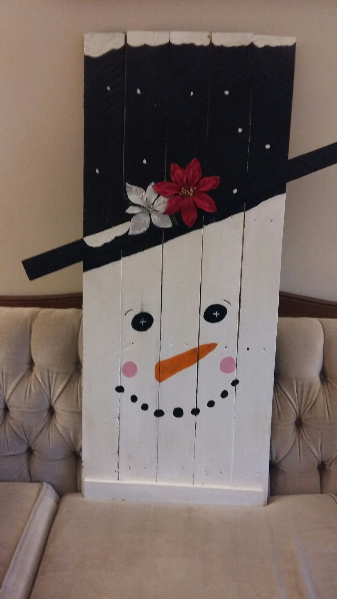Craft Reversable Snowman And Scarecrow #Diy #Pallet #Fall #Falldecor #Scarecrow