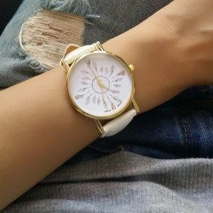 La montre tendance du moment! Idée cadeau à retenir! Superbe montre, unique  en son genre. Mouvement à trois aiguilles. Un jolie montre qui sublimera  vos ... 3b11dbca93a9