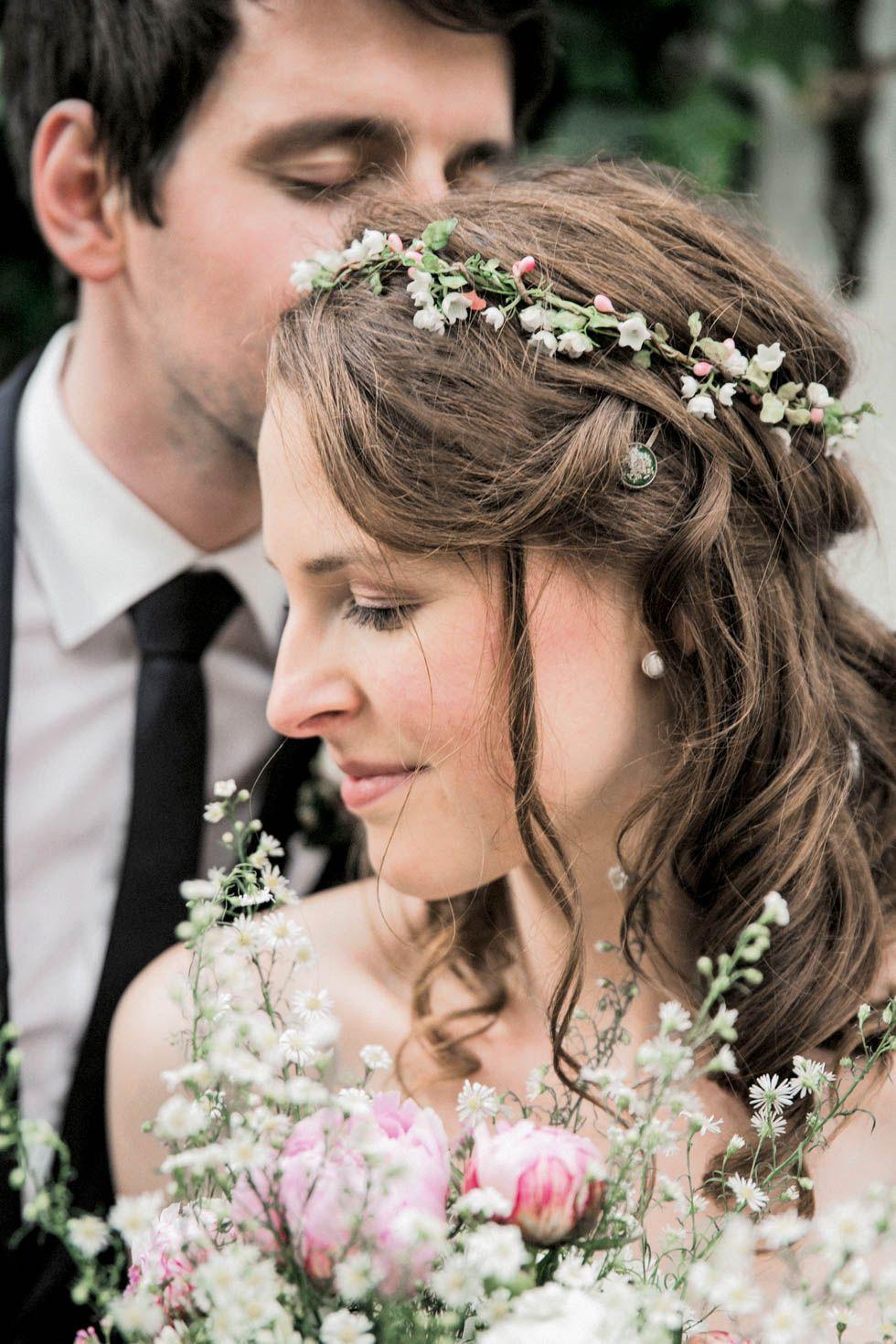 Haarkranz Blumen 160 Traumhaft Schone Beispiele Inspirationen Hochzeit Frisuren Blumen Haarkranz Hochzeit Haarkranz