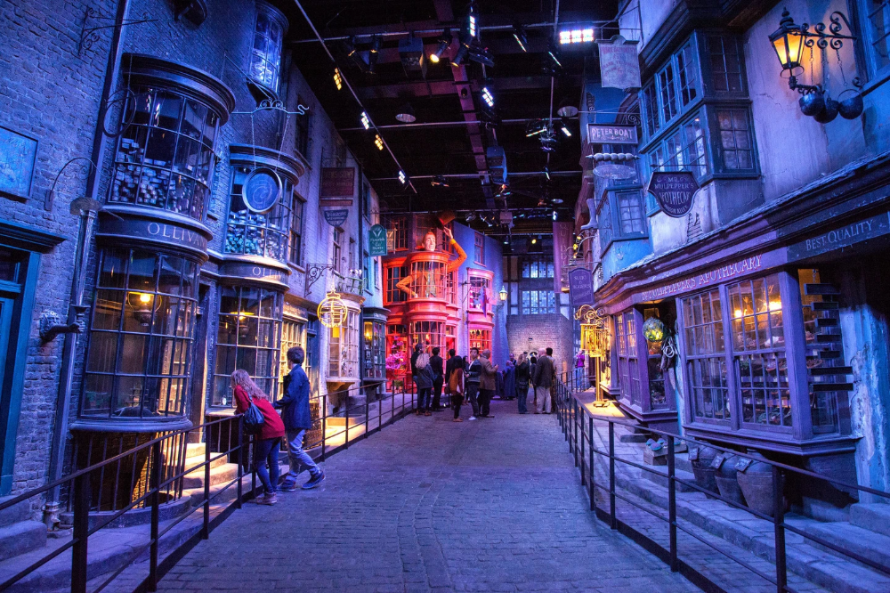 16 Harry Potter Experiences You Need To Have Around The World Warner Brothers Studio Tour Harry Potter Studio Tour Harry Potter Studios