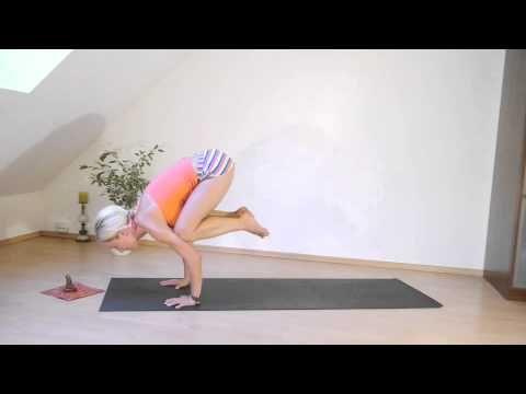Tips Fur Anfanger Und Fortgeschrittene Bakasana Die Krahe Der Kranich Youtube Die Krahe Yoga Krahe Yoga