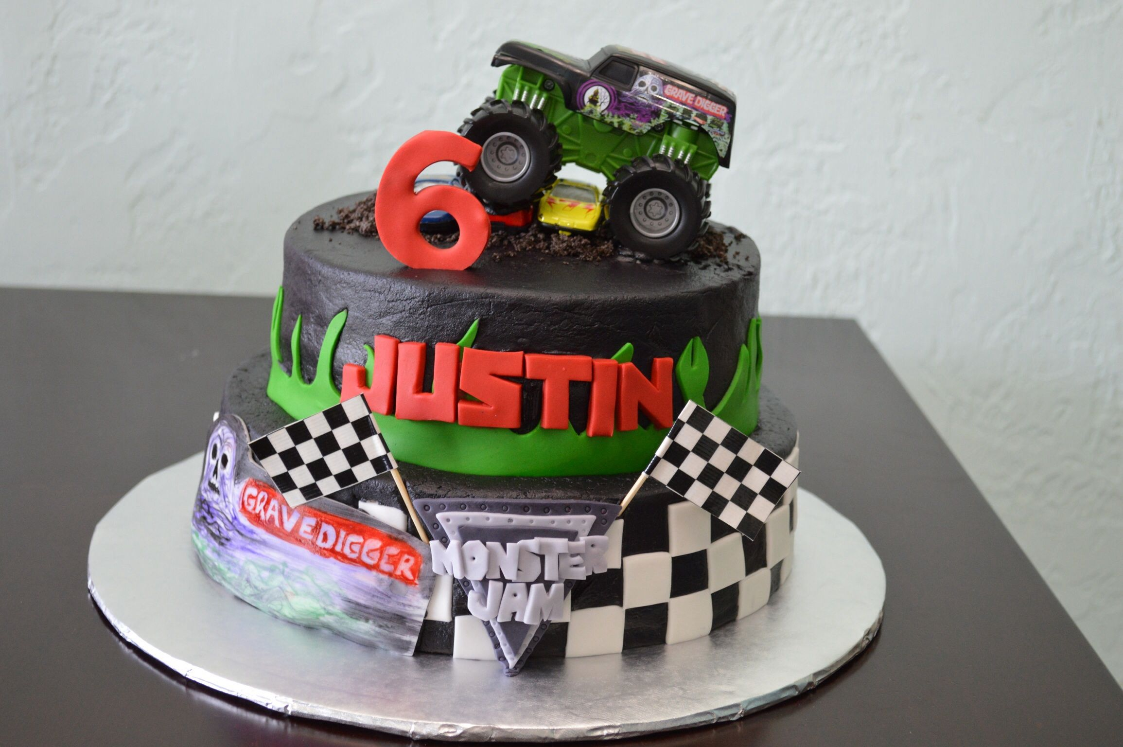 Grave Digger Monster Truck Cake With Images Truck Birthday