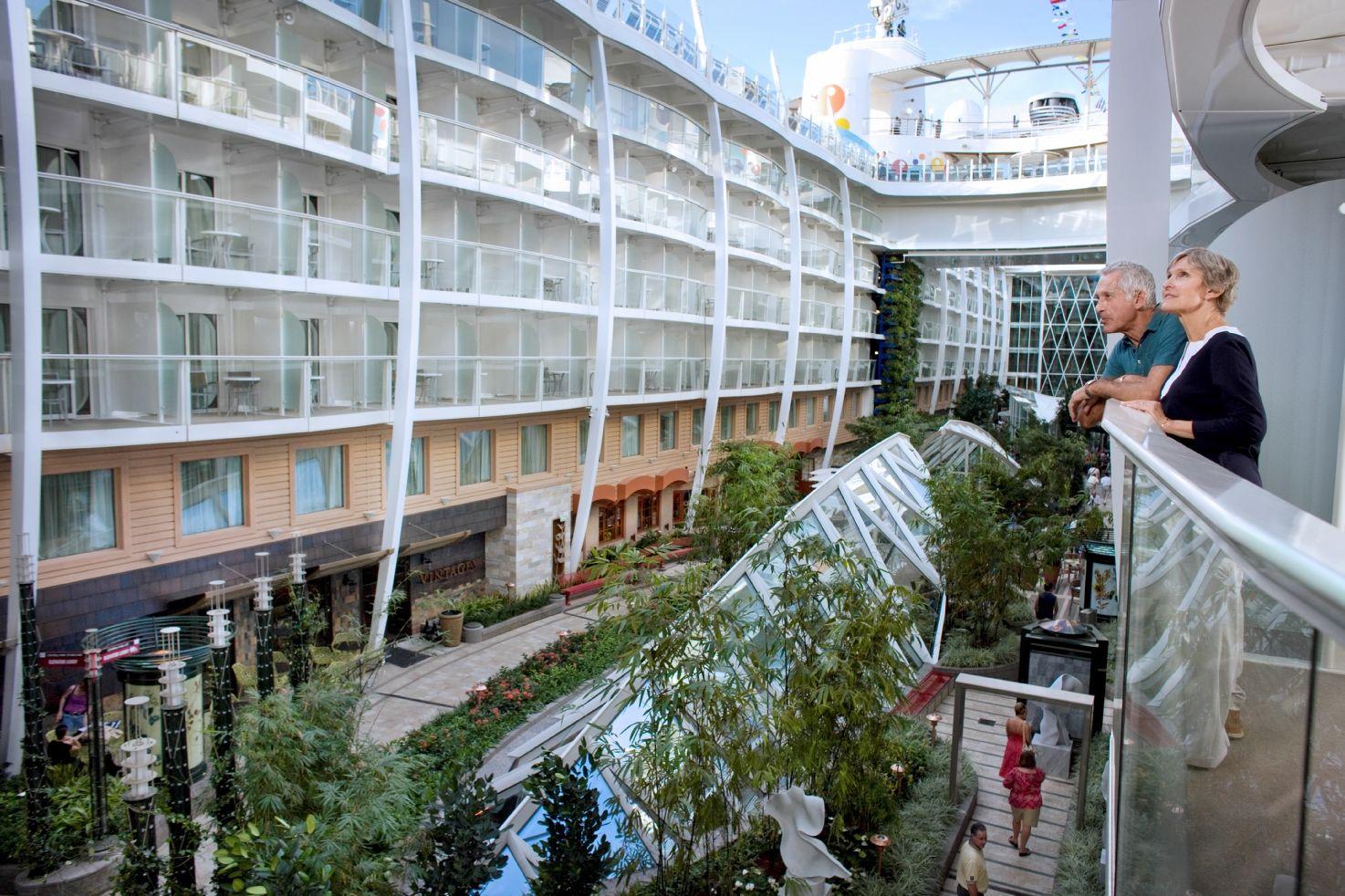 Allure Of The Seas Het Grootste Cruiseschip Ter Wereld Foto S Royal Caribbean Cruise Ship Harmony Of The Seas Royal Caribbean Cruise
