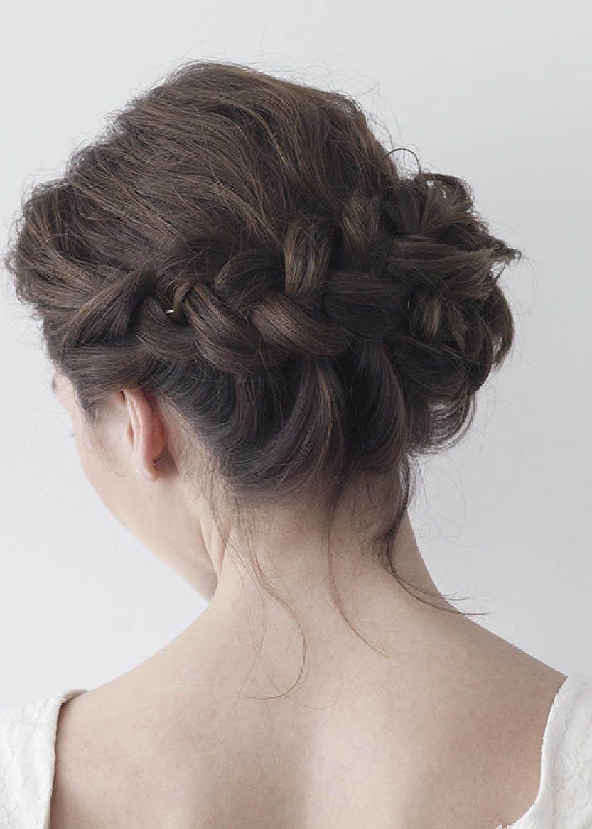 Chignon bas tressé - coiffure mariée | Coiffure mariée | Jolie coiffure, Coiffure mariée et ...