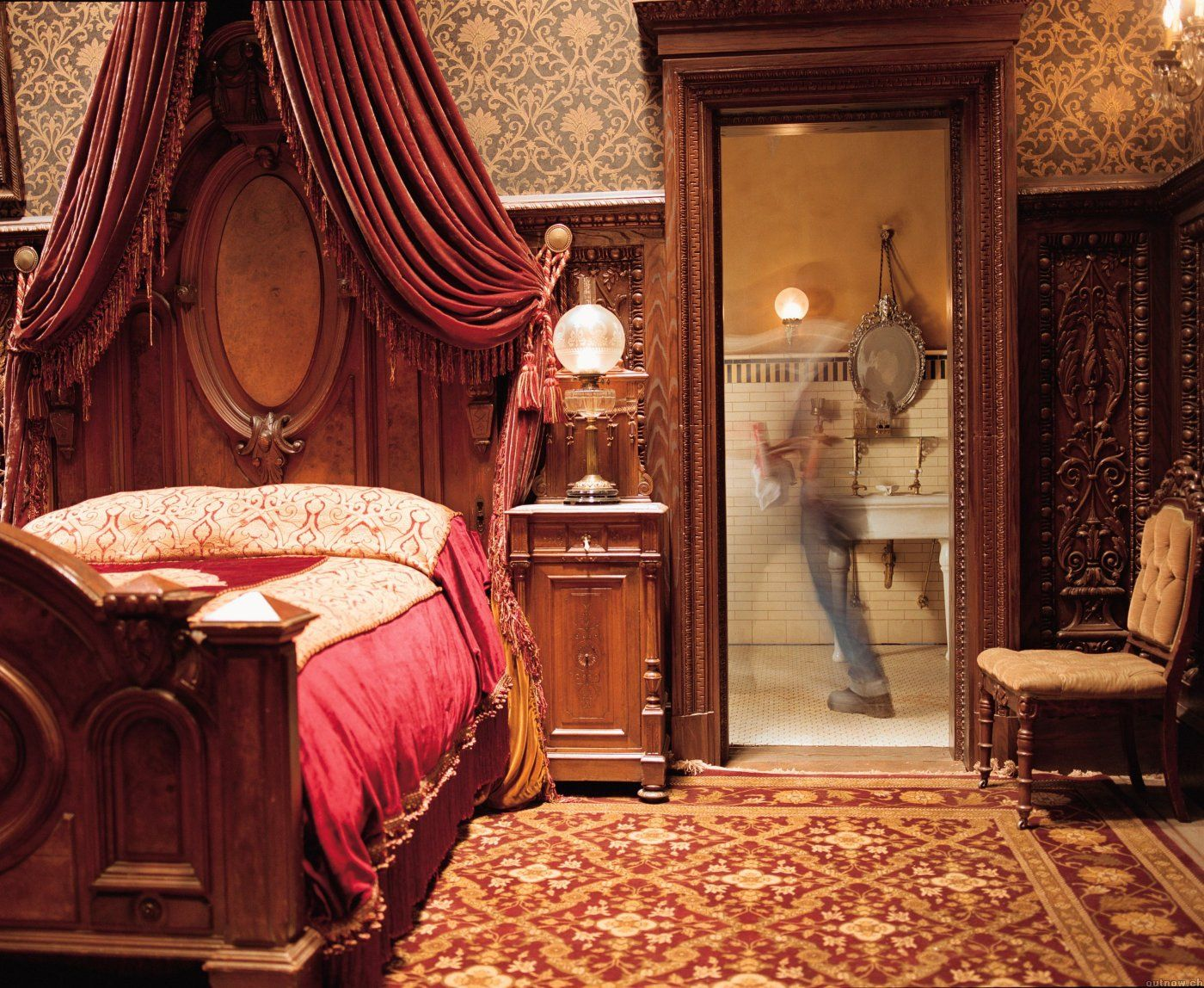 Film The Haunted Mansion 2003 Production Designer John Myhre Set Decorator Rosemary Brandenburg Home Bedroom Mansion Rooms Haunted Mansion