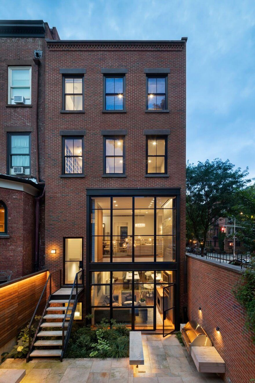 Photo of Cobble Hill Row House and Carriage House / CWB Architects