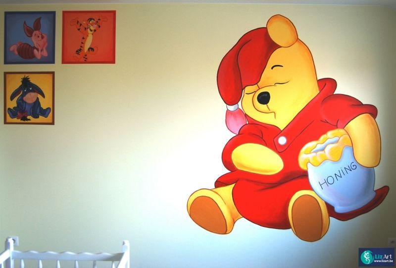 Muurschildering Pooh met kleine icoontjes