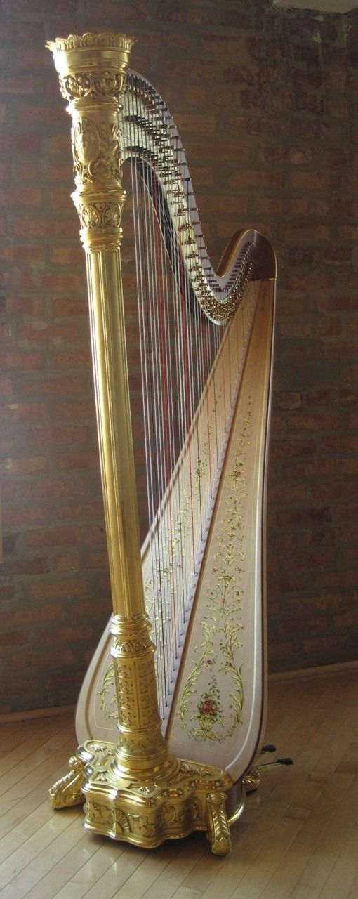 Lyon & Healy Style 23 in a gold finish  | Sherry's Harp