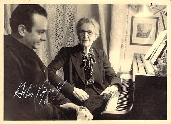 Piazzola Astor Signed Photo With Nadia Boulanger Royal