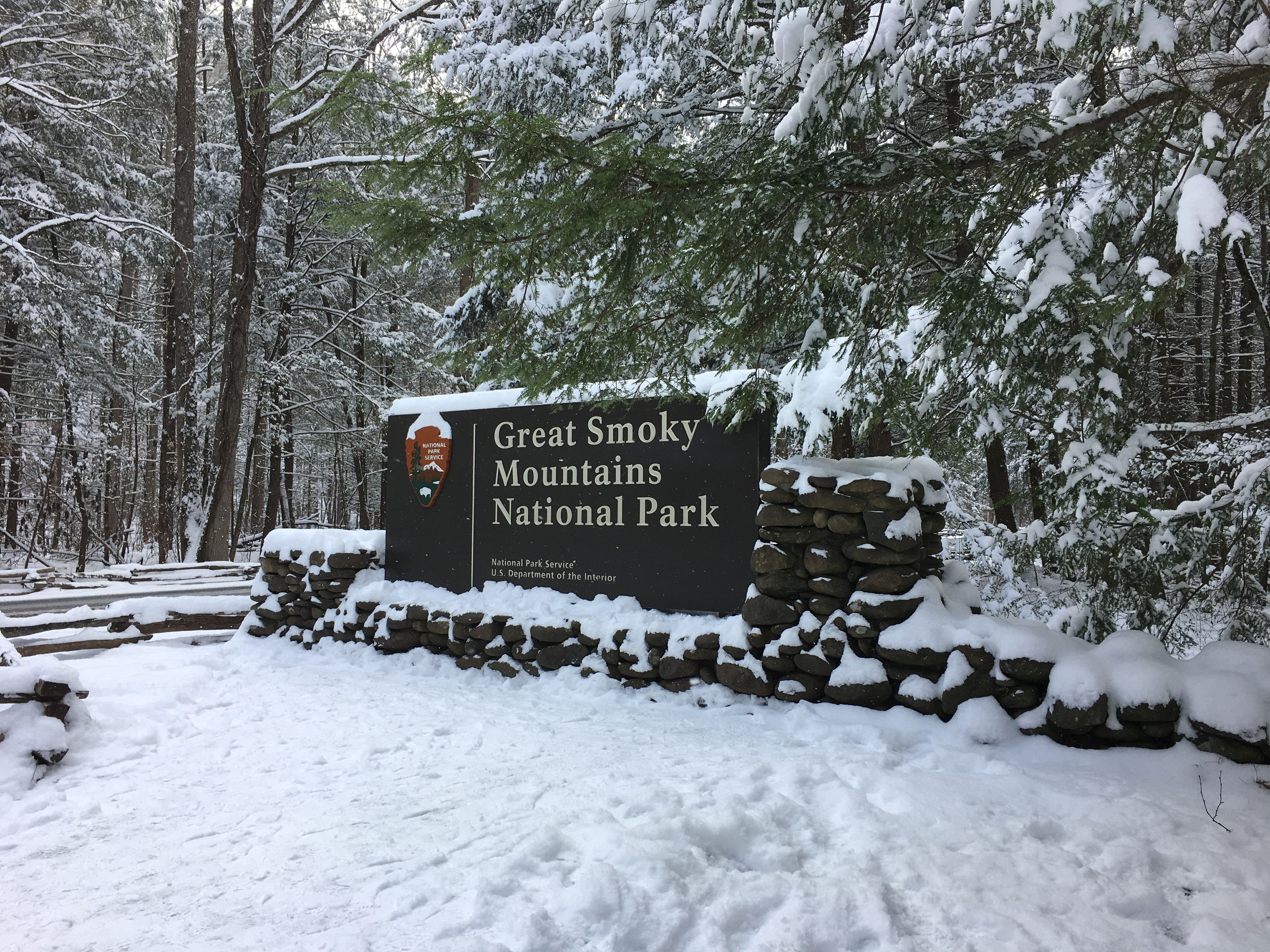 Welcome sign in Hwy 441 in the Smoky Mountain national park at the Sugarlands entrance.