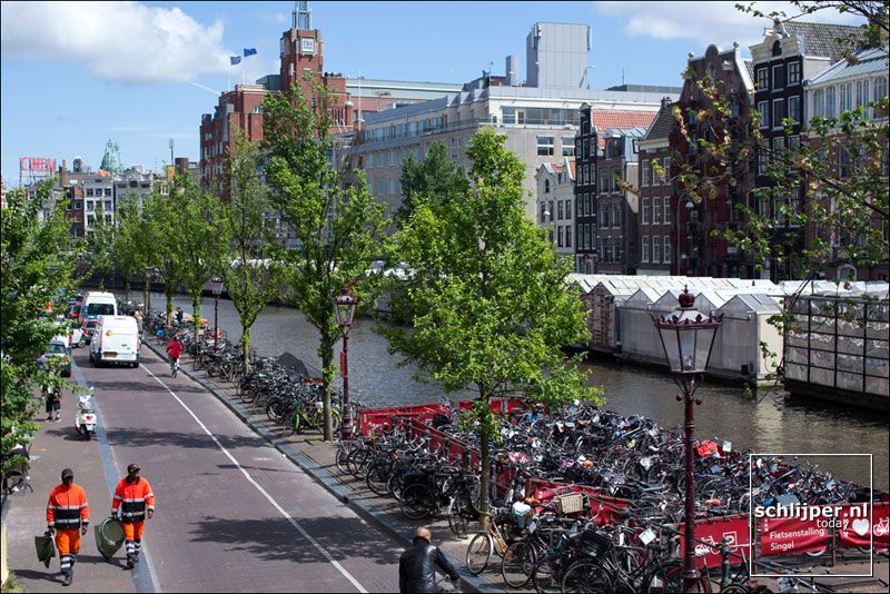 Bike parking on the canal.  08 06 2015, 15:31  The Netherlands, Amsterdam, Singel