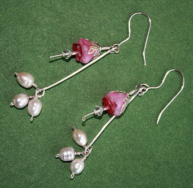 'Fuchsia' earrings. Simpke earrings of freshwater pearls, Czech pressed glass beads, Swarovski crystals and sterling silver.