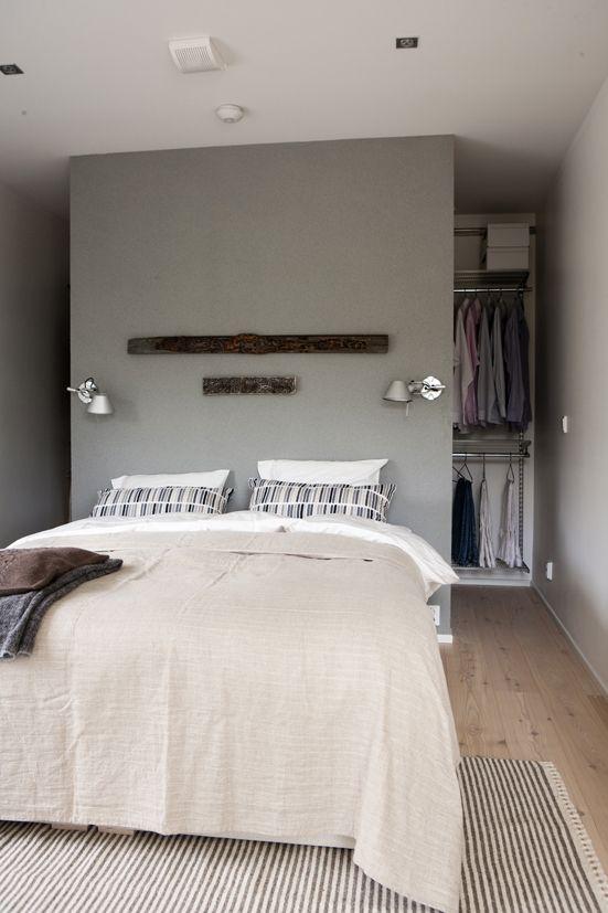 Kleiderschrank hinter dem Bett - Begehbarer Kleiderschrank im ...