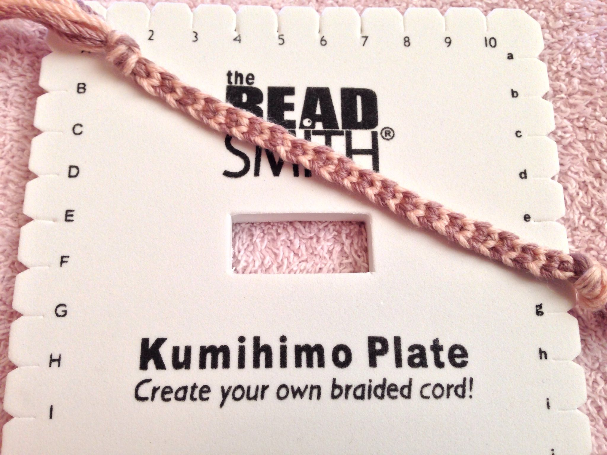 How to Do a Basic Braid on the Kumihimo Square | Receta | Pulseras y ...