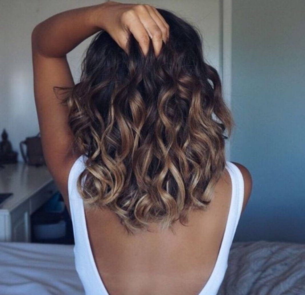 20 Glamorous Mid Length Curly Hairstyles For Women Haircuts Hairstyles 2020 Mid Length Curly Hairstyles Curly Hair Styles Naturally Medium Length Hair Styles