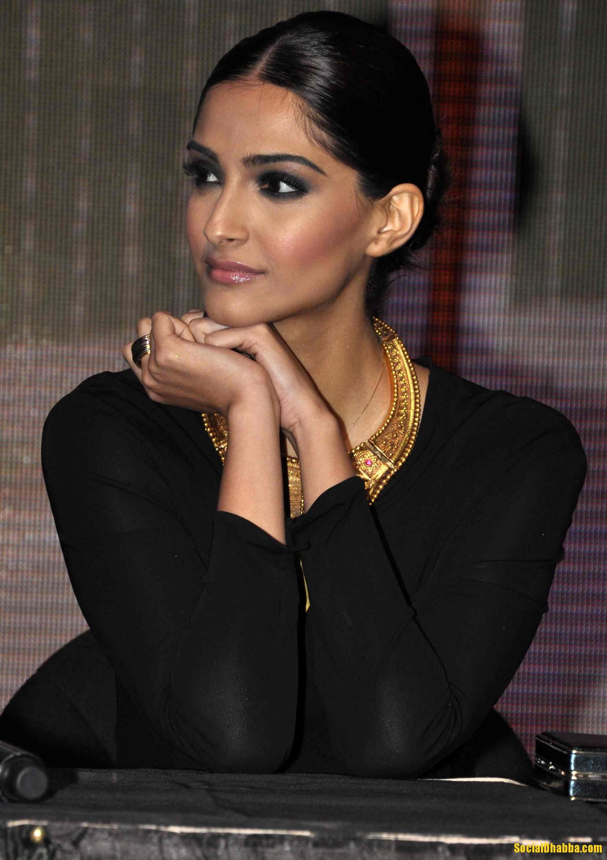 Smokey Eye Nude lips (Sonam Kapoor) reception makeup look