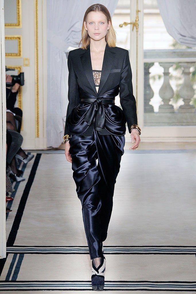Balenciaga Fall 2009 Ready-to-Wear Collection Photos - Vogue