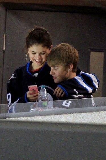 Justin Bieber and Selena Gomez Kiss and Cuddle at Hockey Game