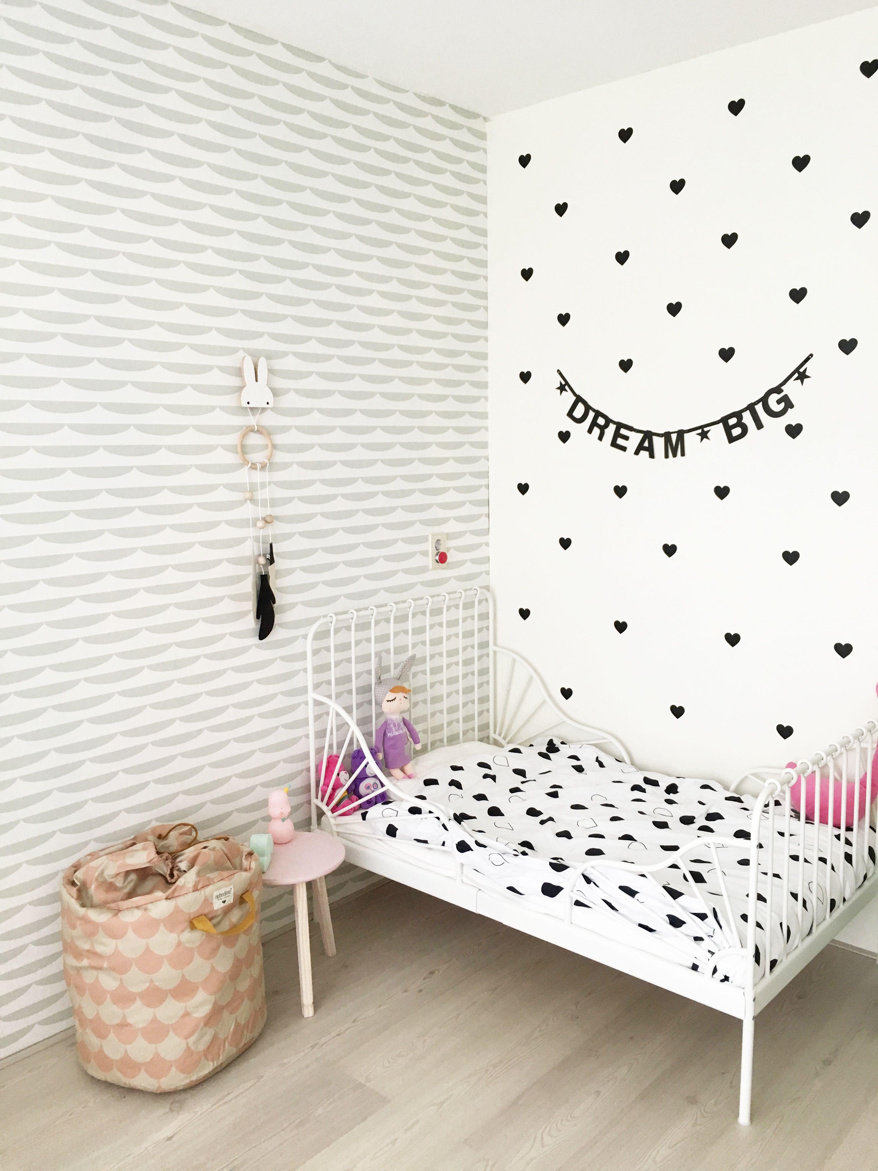 Meidenkamer met behang van Roomblush en decoratie Mevrouw ...