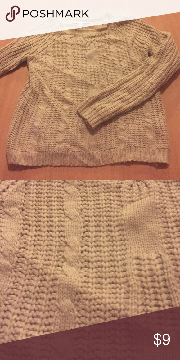 So soft sweater Ran sweater in great condition; very soft and comfy! Forever 21 Sweaters Crew & Scoop Necks