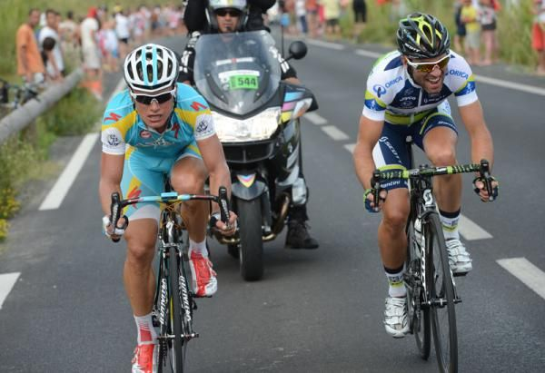 Alexander Vinokourov (left) and Michael Albasini (right)