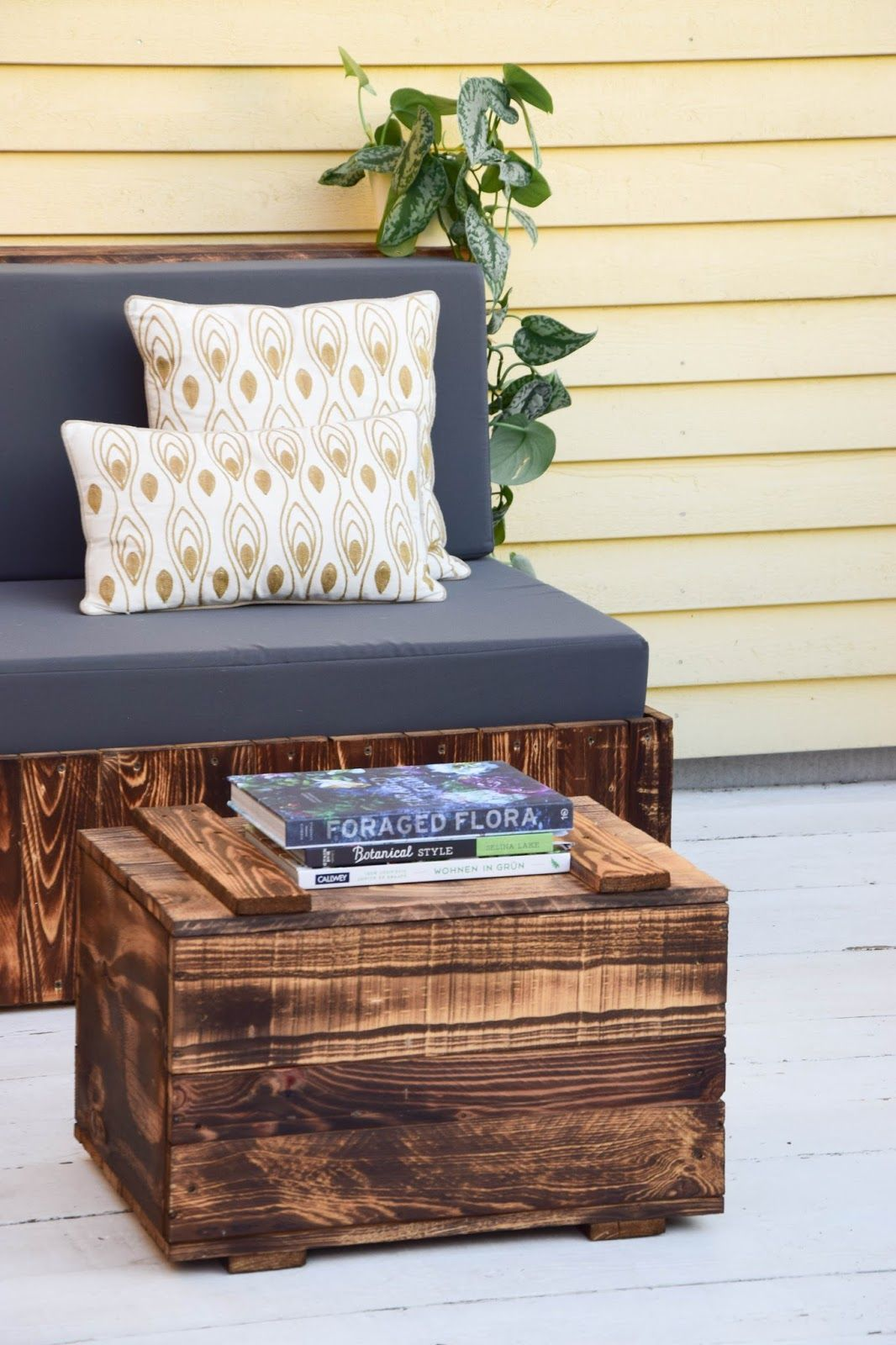 diy sitzm bel aus paletten f r die terrasse und das. Black Bedroom Furniture Sets. Home Design Ideas