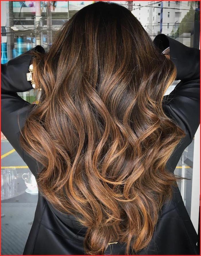 Braune haare schwarze augenbrauen
