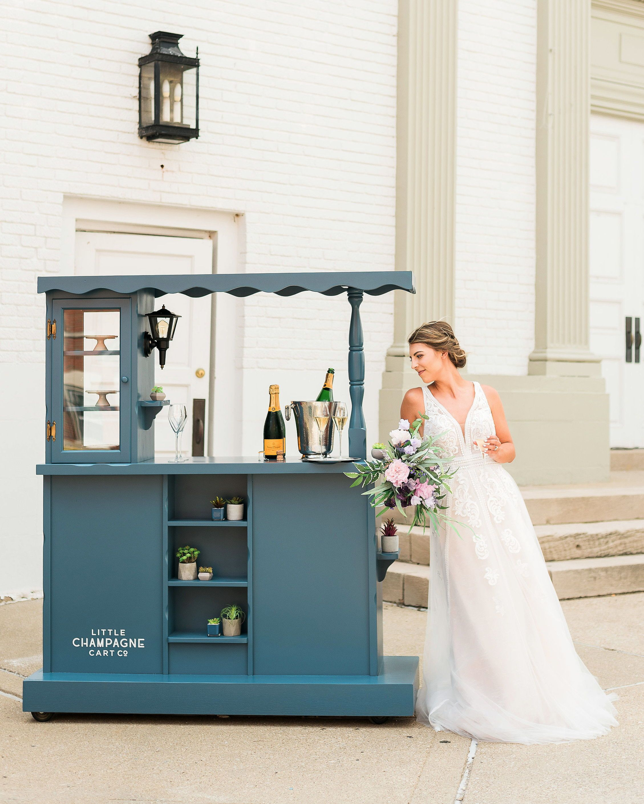 Mobile Bars And Food Trucks That Can Roll Right Up To Your Party Mobile Bar Wedding Reception Food Wedding Reception