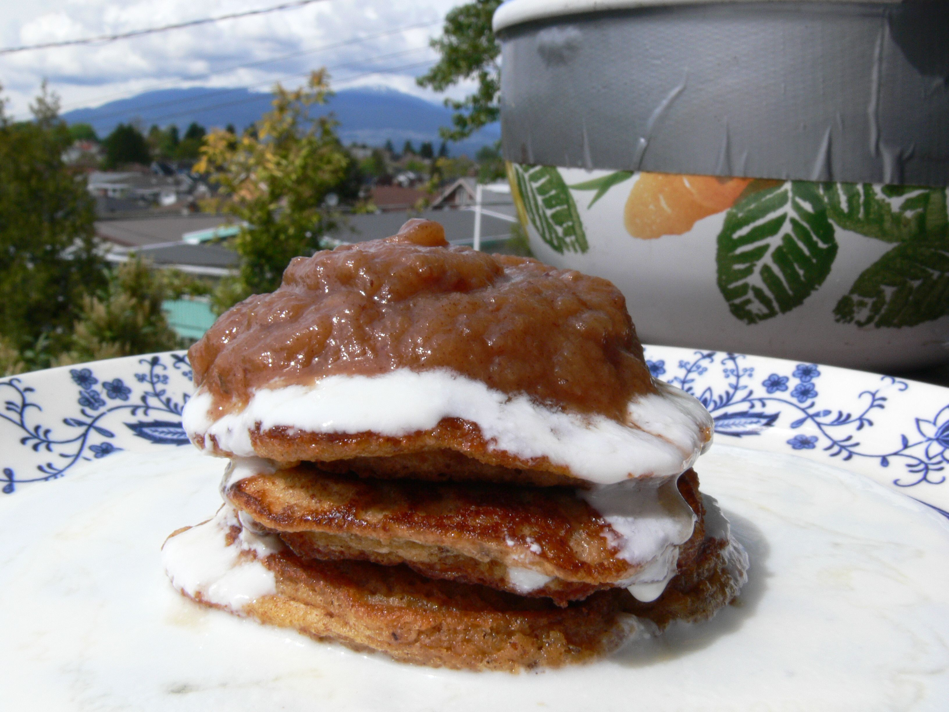 Absolutely delicious recipe for grain-free, gluten-free, sugar-free, GAPS, SCD almond and cinnamon pancakes.