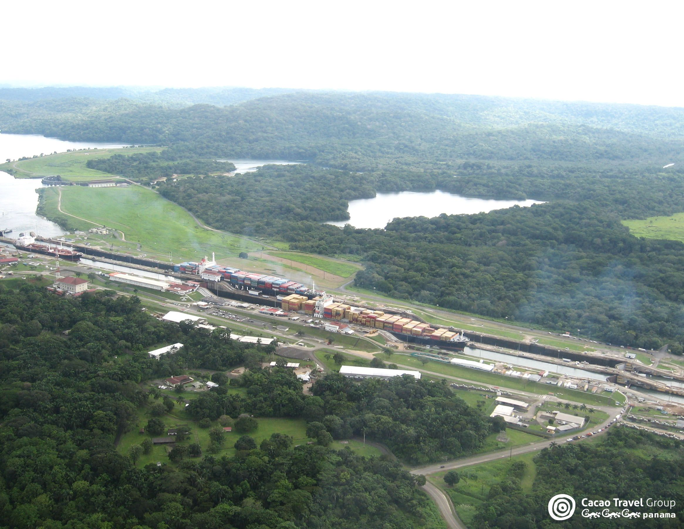 Aerial View Of The Gatun Locks And The Thick Rainforest That Surrounds Them These Are The Largest Set Of Locks Of The Panama Canal Lo Kreuzfahrt Panama Miami