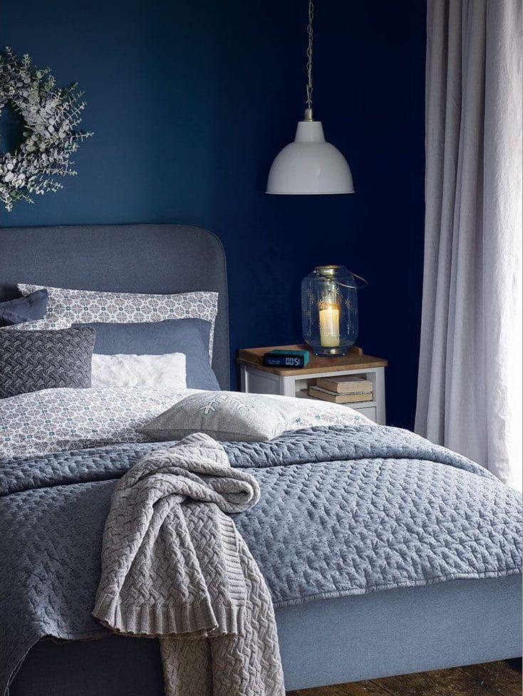 Id es de d coration pour oser la chambre grise et bleue chambre en 2019 chambre bleu deco - Chambre parentale grise ...