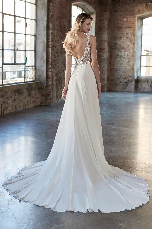 Brautkleid mit Schleppe in 13  Brautkleid, Langes brautkleid