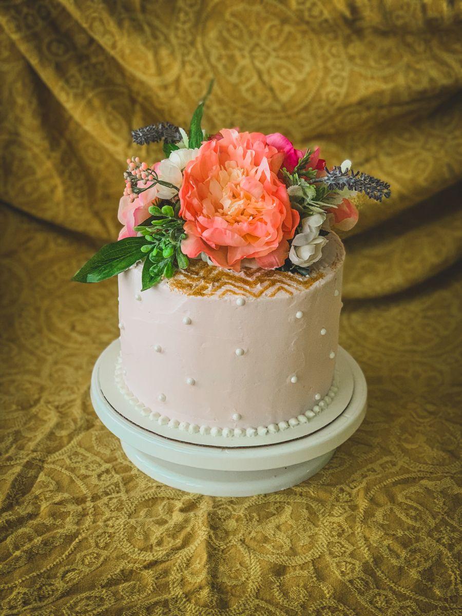 #flowers #flowercake #pearls #floral #glitter #cake #sprinkles #greenery #gold