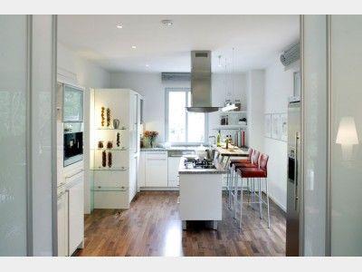 Wer in der Küche keinen Platz für einen Esstisch hat, entscheidet ...