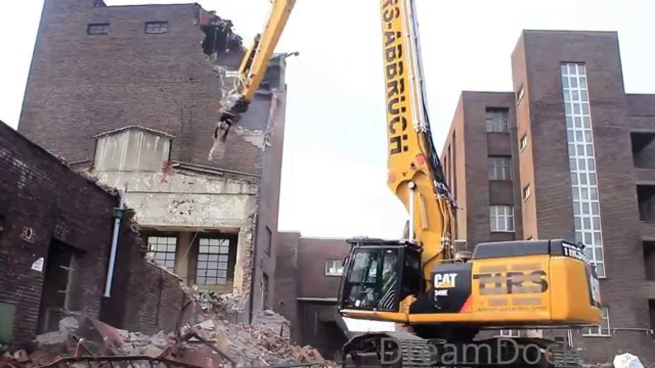 Look at the Caterpillar 349E Longfront Excavator! It has a