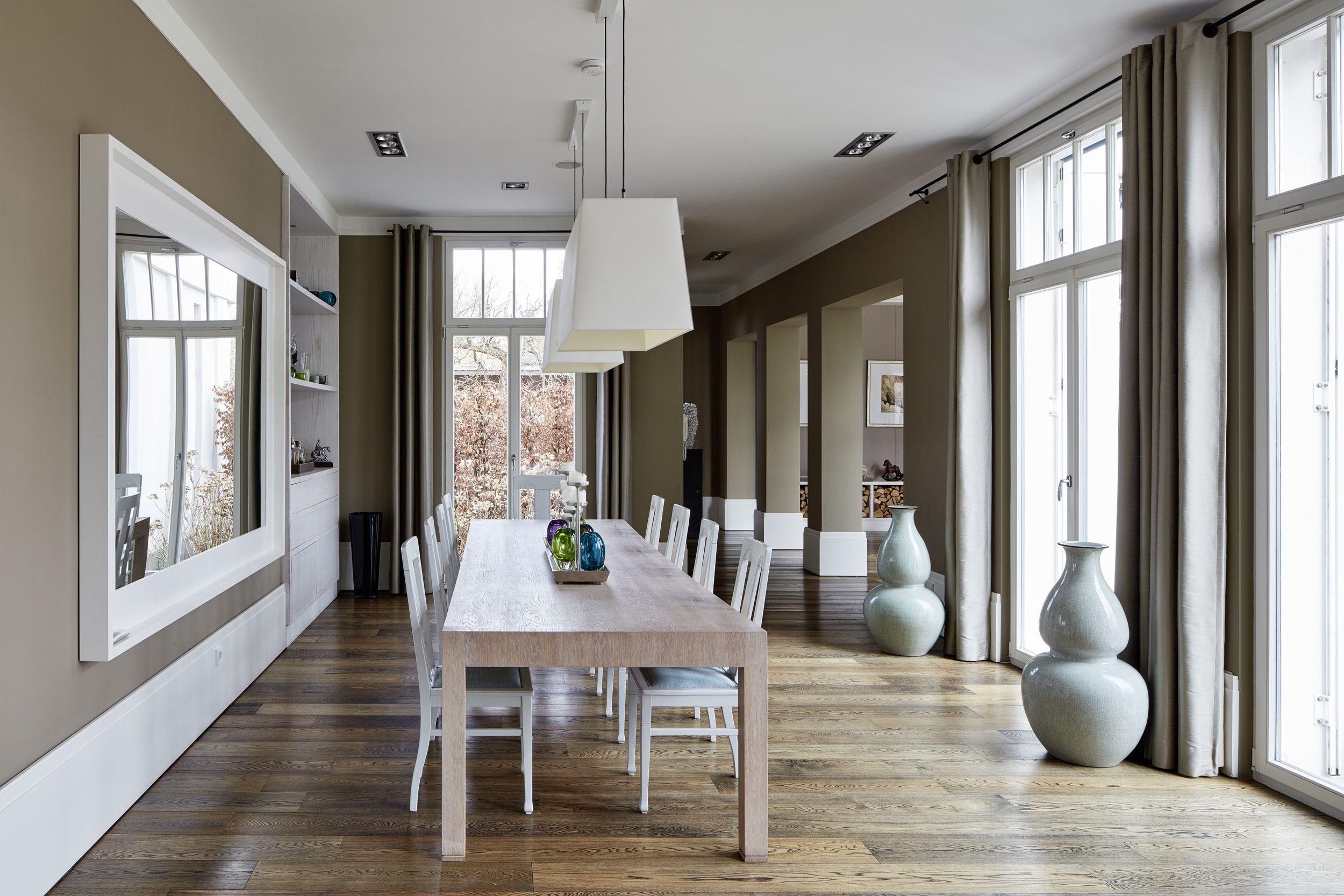 Neubau einer Villa in klassisch-traditioneller Architektursprache am ...