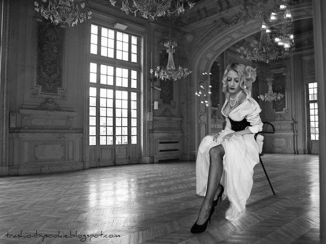 Stylization: Wedding dress, carnivale of Venice; source: http://trashionbysookie.blogspot.com/