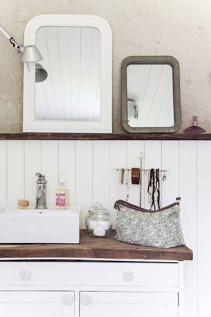 Two mirrors above a sink. Photo: Krista Keltanen Story: Jonna Kivilahti. Kotivinkki 10/2013
