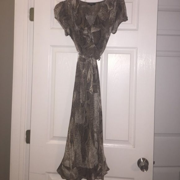MSK Animal Print dress MSK Animal Print dress - Ruffled wrapped top. Sheer with brown slip. Size 4 MSK Dresses Midi