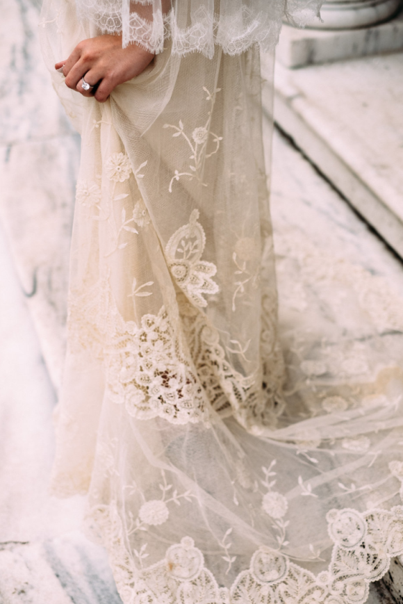 Vintage bridal style - Gossamer, Amore Events and Ron Dressel Photography6 - Wedding Sparrow | Best Wedding Blog | Wedding Ideas