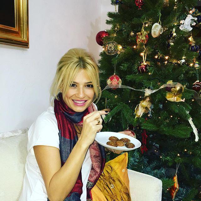 Φαίη Σκορδά: Η 'γλυκιά' χριστουγεννιάτικη φωτογραφία στο πατρικό της.