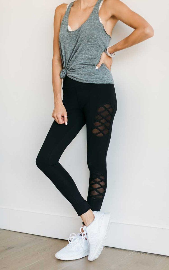 Obsessed with the criss cross detailing on these leggings!