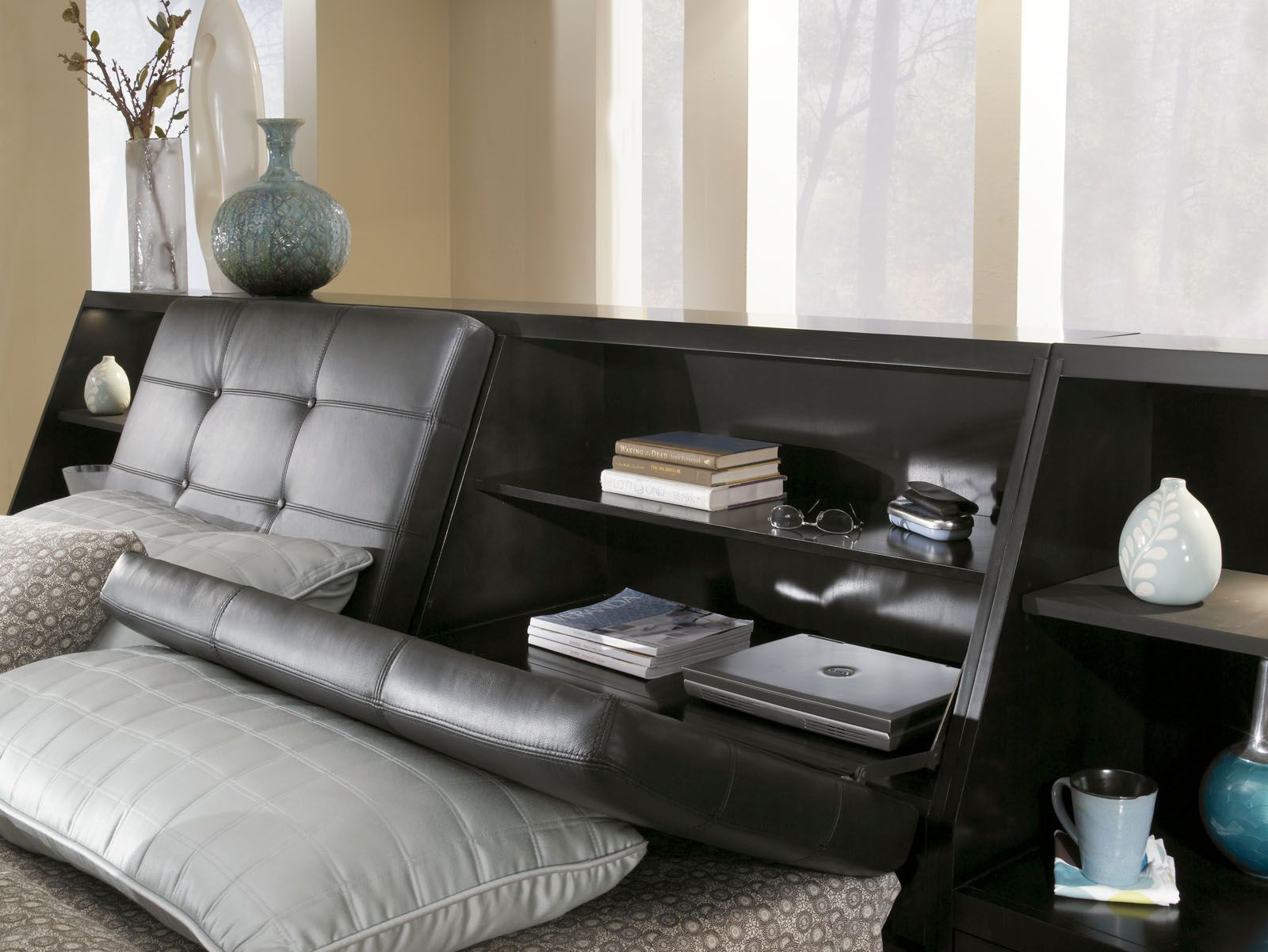 1,432 BROYHILL PERSPECTIVES QUEEN LEATHER BED IN GRAPHITE 4444 (866 ...