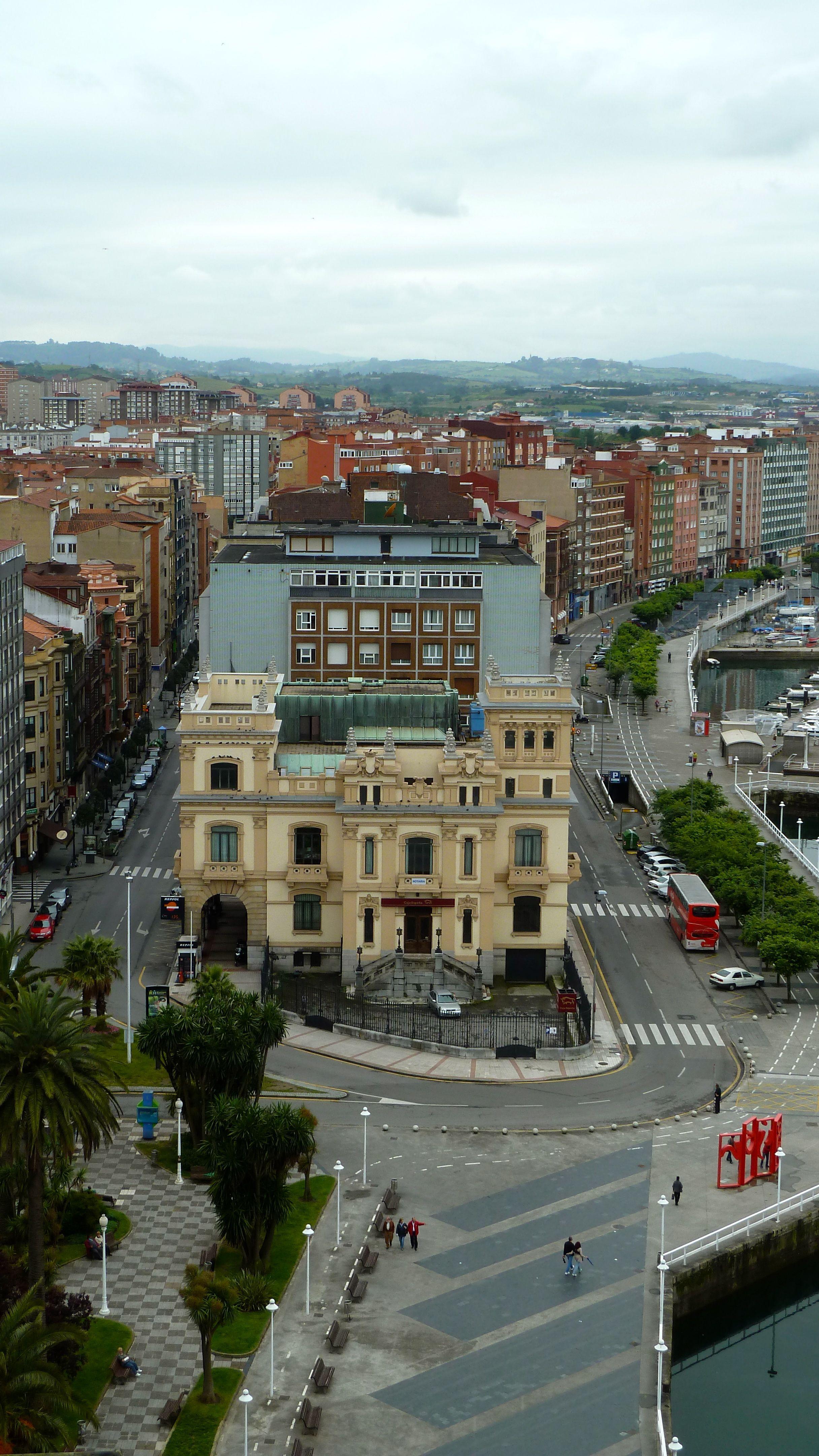 Jardines de la reina y banco urquijo en gij n asturias for Jardines de la reina gijon