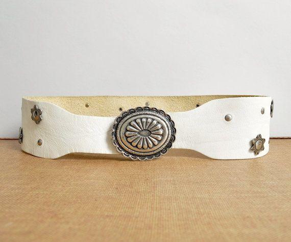 Hoi! Ik heb een geweldige listing op Etsy gevonden: https://www.etsy.com/nl/listing/271372265/wit-lederen-riem-vintage-taille-cinch