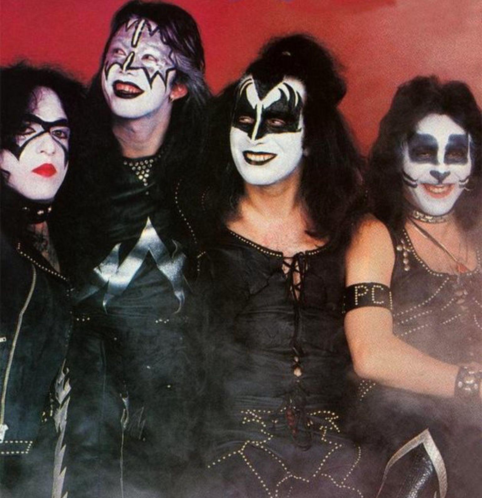 Pin By Pat On Kiss Kiss Rock Bands Kiss Band Kiss Army