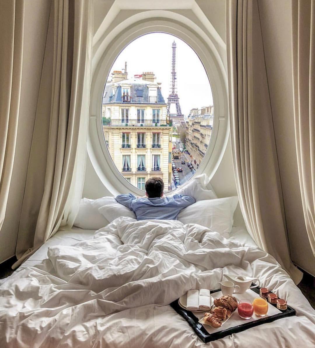 Breakfast in Paris 🇫🇷 @followthenap sleeps in all the best places #thegoodlifeinc