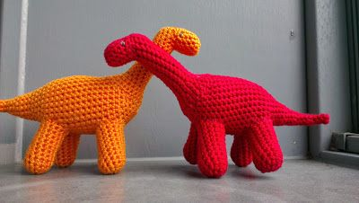 Cute crocheted dinosaurs! Free pattern link. #crochetdinosaurpatterns