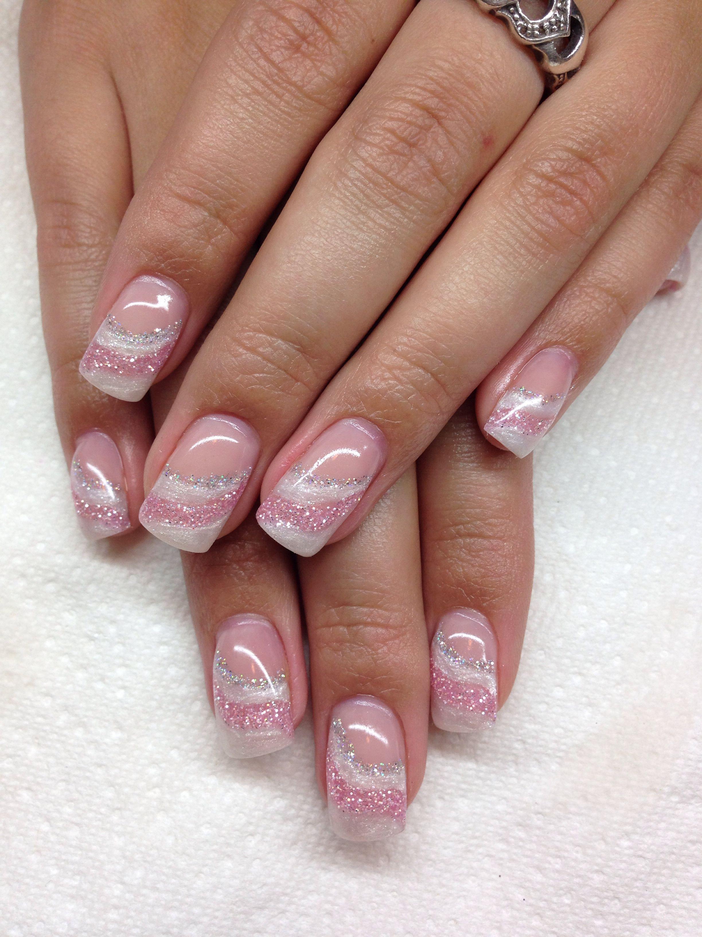 Verynails...diseño en diagonal blanco, rosa y plata $250 $300 ...